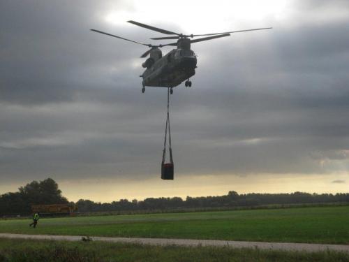 Helicoptor carrying HYTRANS HydroSub 150.